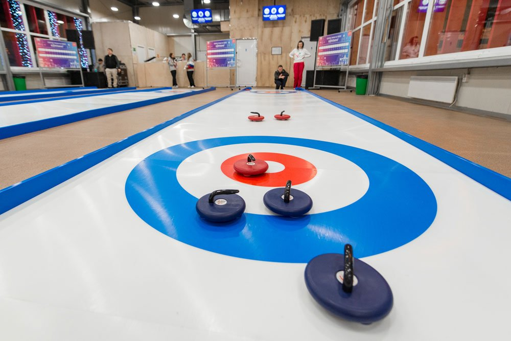 Portable curling lanes